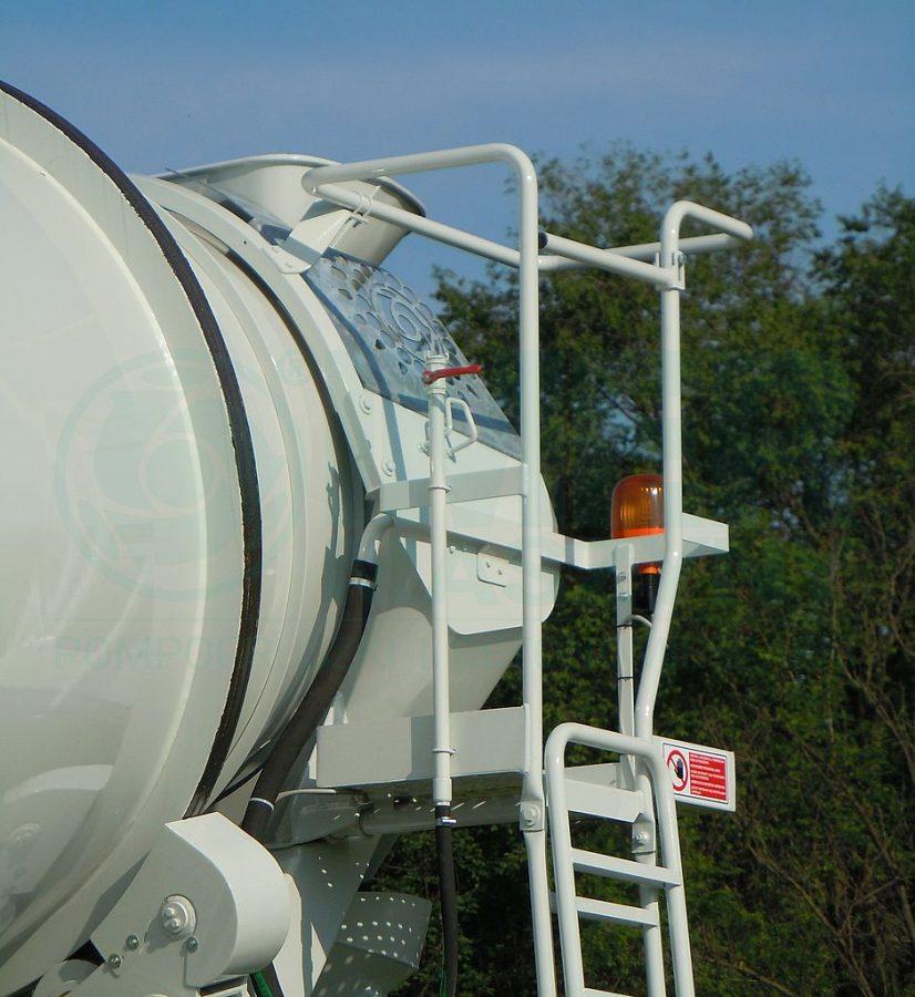 Cover on inspection platform 02