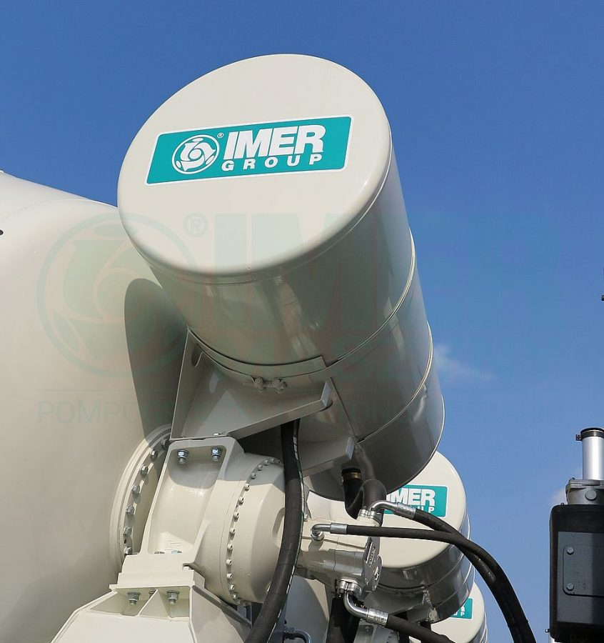 Water tank of the IMER concrete truck mixer 04