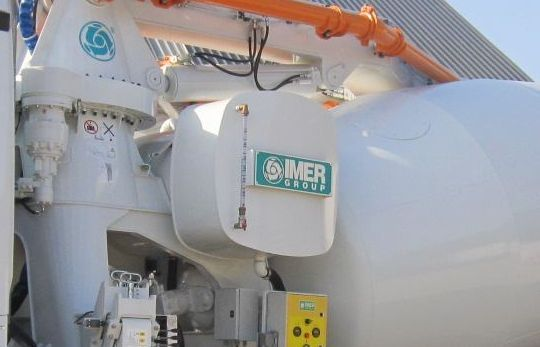 Water and oil tank in the IMER mixer pumps 01