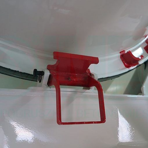 Drum safety lock in the Imer truck mixers 02