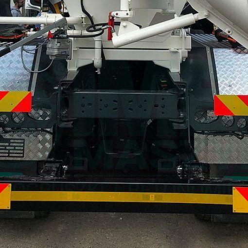Rear bumper on the Imer truck mixer 01